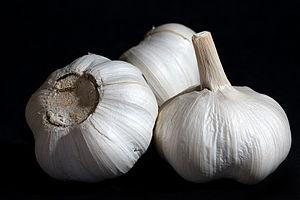 English: Garlic Bulbs