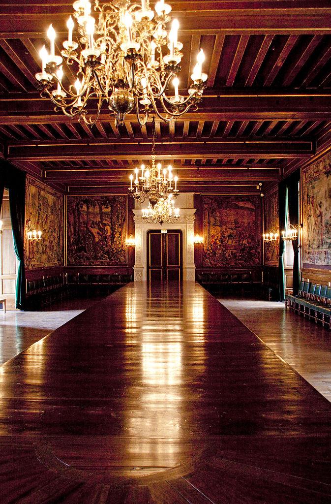FileDining room Pau Castlejpg  Wikimedia Commons