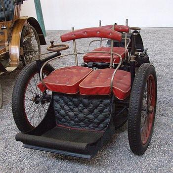 Das benzinbetriebene Dreirad Voiturette von Lé...