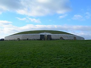 Polski: Newgrange English: Newgrange