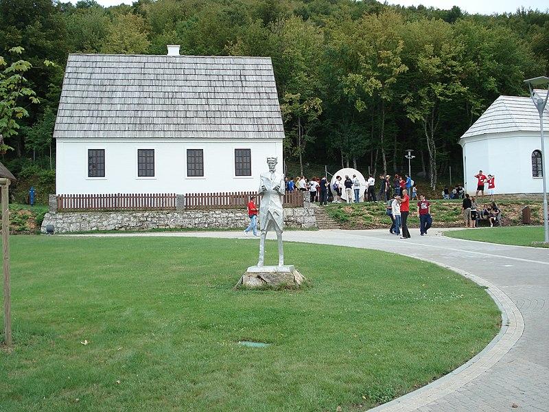 Berkas:Nikola Tesla Memorial Center.JPG