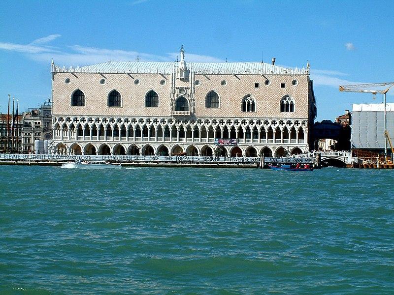 fasada Pałacu Dożów w Wenecji