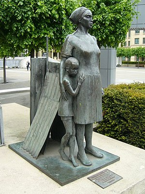 English: Woman And Child, Lothian Road Sculptu...