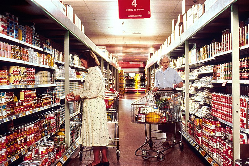 File:Women grocery shopping.jpg