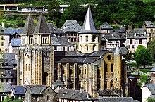 Die romanische Klosterkirche Sainte-Foy in Conques an der Via Podiensis