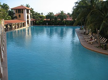 English: Pool at the Biltmore Hotel in Coral G...