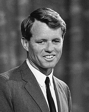 English: Robert Kennedy appearing before Platf...