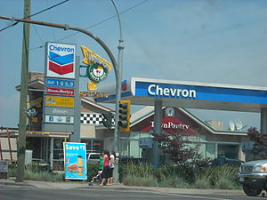 English: A Chevron Station with a White Spot i...