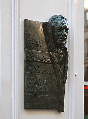English: Commemorative plaque for Gabriel Garc...