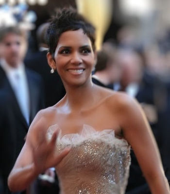 English: Actress Halle Berry at the 83rd Acade...