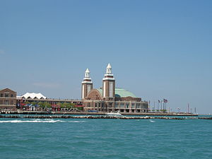 English: Navy Pier as seen from the convergenc...