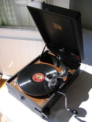 An early 1930s portable wind-up phonograph fro...