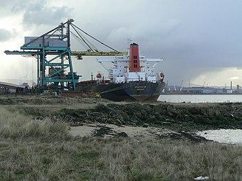 English: Bulk cargo ship Unloading coal for th...