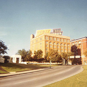 English: Dealey Plaza and the Texas School Boo...
