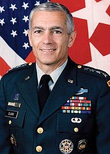 Fotografia oficial do general Wesley Clark, editada.jpg