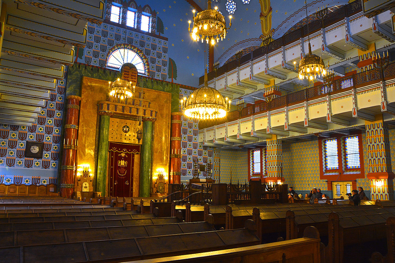 FileKazinczy street Orthodox Synagogue insidejpg