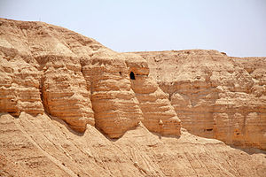 Qumeran's caves