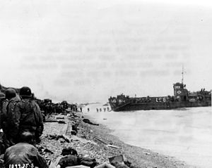 American reinforcements landing on Omaha Beach.