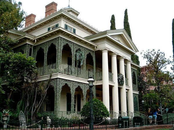 Haunted Mansion - Wikipedia