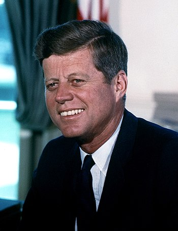 English: John F. Kennedy, photograph in the Ov...