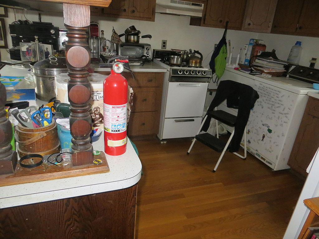 fire extinguisher for kitchen use faucet sets file jpg wikimedia commons