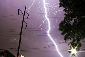 English: A lightning bolt as seen from about 5...