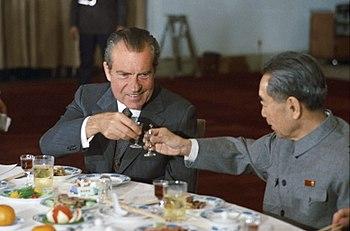 English: US President Richard Nixon and Chines...