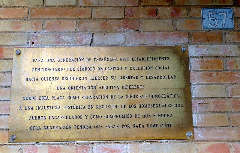 Archivo:Placa homenaje en carcel de Huelva.JPG