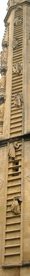 Les anges montent l'échelle de Jacob. Sculpture sur la façade ouest de l'Abbaye de Bath.dans le Somerset. C'est la dernière grande église gothique construite en Angleterre.-