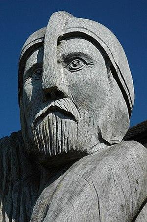 English: King Arthur sculpture, Llangybi Close...