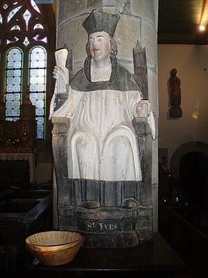 Statue de saint Yves.