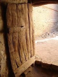 File:Old door-dakhla-egypt.JPG - Wikimedia Commons
