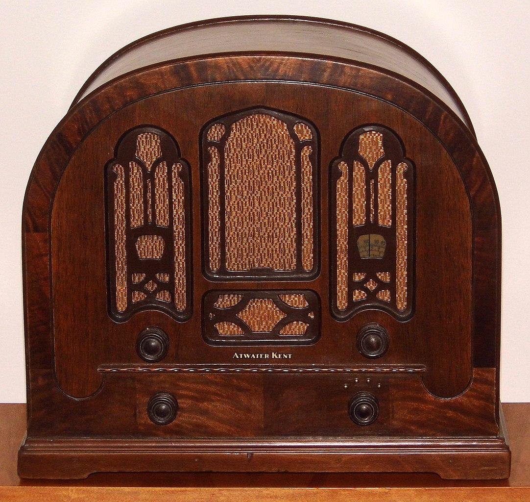 FileVintage Atwater Kent Cathedral Radio Model 708