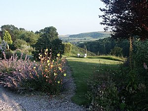 English: Country garden, Shaftesbury. Melbury ...