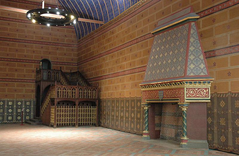 SchlossBloisStaendesaalTreppeKamin