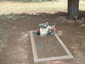 English: Joe Byrne's grave in the Benalla Ceme...