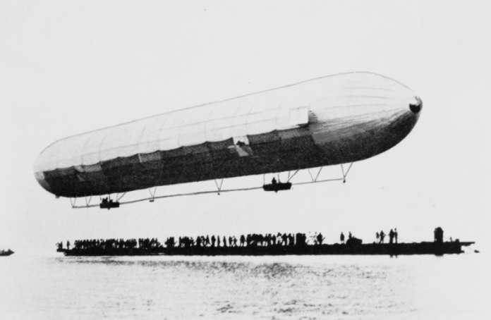 קובץ:First Zeppelin ascent.jpg