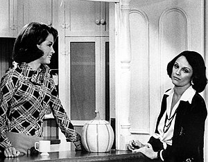 English: Publicity photo of Mary Tyler Moore a...