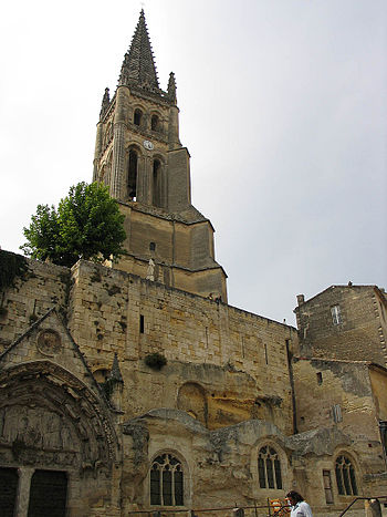 Monolithic church of Saint-Émilion and its bel...