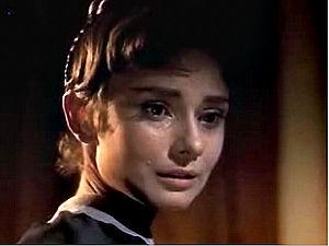 English: Cropped screenshot of Audrey Hepburn ...