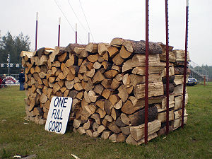 English: A full cord of wood.