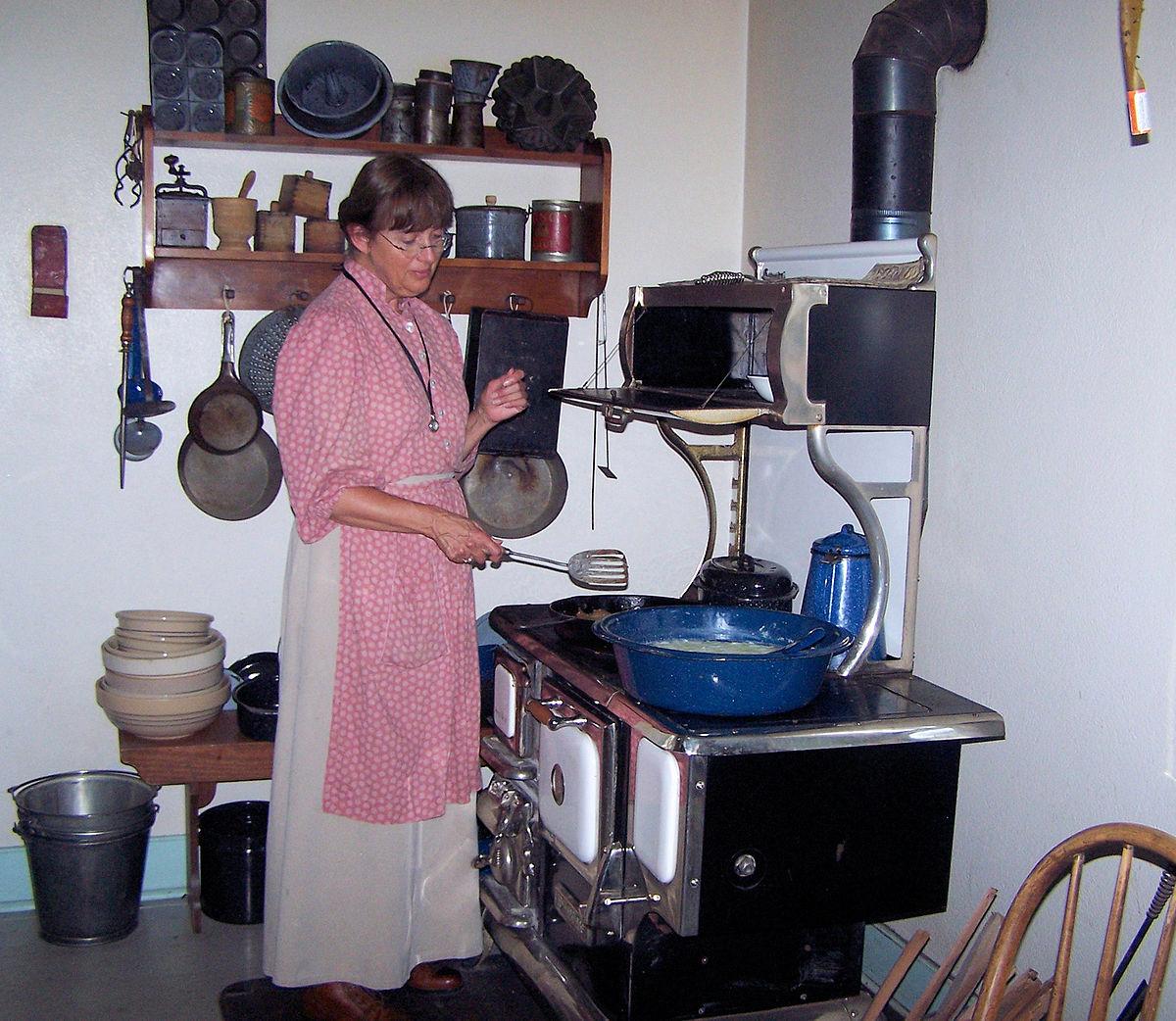 european kitchen gadgets coral decor sociedad preindustrial wikipedia la enciclopedia libre