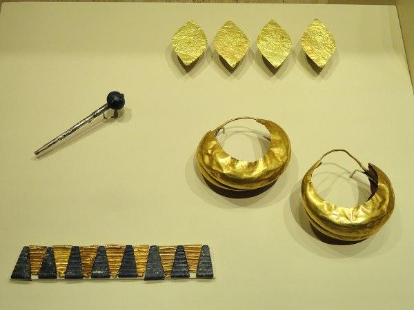 File Perfume Dropper Bracelet Earrings And Headdress