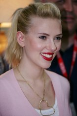 Scarlett Johansson met with nearly 600 service...
