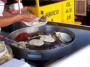 Preparación de tacos de suadero