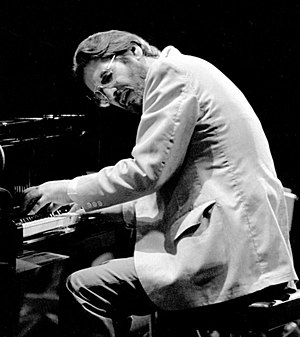 English: Bill Evans performing at the Montreux...