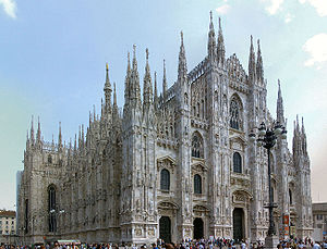 Complete view of the Milan Cathedral Italiano:...
