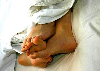Deutsch: Lesbische Zweisamkeit im Bett