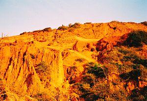 English: A sand dune at Mui Né. 2003.