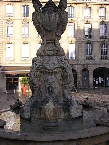Français : Bordeaux place du parlement, la fon...